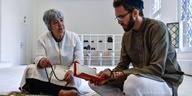 Ates im Gespräch mit einem französischen, homosexuellen Imam