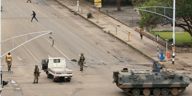Soldiers stand on the streets in Harare, Zimbabwe, November 15, 2017. REUTERS/Philimon Bulawayo