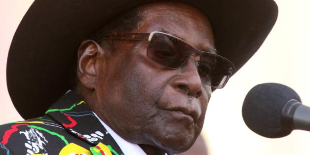 President Robert Mugabe addresses supporters of his ruling ZANU (PF) party gathered for a rally in Chinhoyi, Zimbabwe, July 29, 2017. REUTERS/Philimon Bulawayo