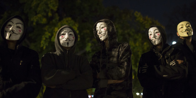 Protesters wearing Guy Fawkes masks stand in a park in downtown Belgrade November 5, 2014, on the day marking Guy Fawkes Night. REUTERS/Marko Djurica (SERBIA - Tags: SOCIETY ANNIVERSARY CIVIL UNREST)