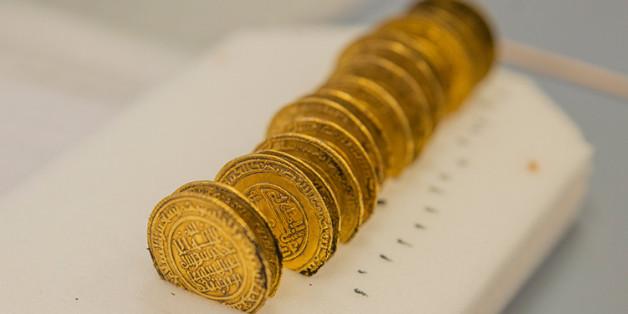 France: Des pièces d'or marocaines du XIIe siècle trouvées au pied d'une abbaye