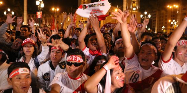 Soccer Football - 2018 World Cup playoff - New Zealand v Peru - Lima, Peru, November 10, 2017. Peruvian fans before match. REUTERS/Guadalupe Pardo