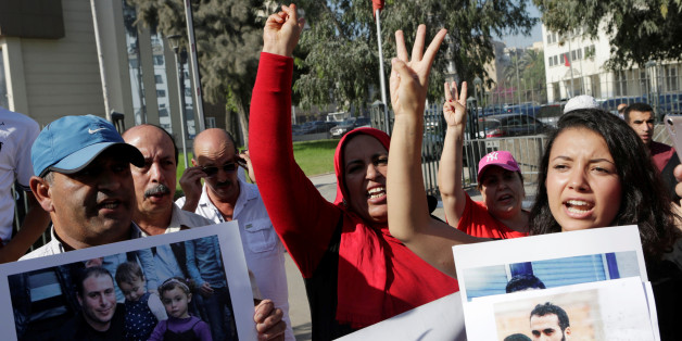 Relatives of the leaders of Morocco's Hirak protest movement shout slogan outside the Casablanca tribunal, Morocco September 12, 2017. REUTERS/Youssef Boudlal