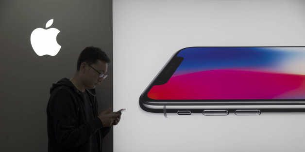 SHANGXI, CHINA - NOVEMBER 02: (CHINA MAINLAND OUT)The Apple fans is using face recognition function of iPhoneX which will come into market on 3th on 02th November, 2017 in Taiyuan, Shanxi, China.(Photo by TPG/Getty Images)