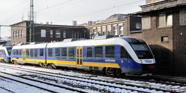 Fünf Mädchen in Zug sexuell belästigt - die Reaktion der anderen Fahrgäste ist ein Skandal