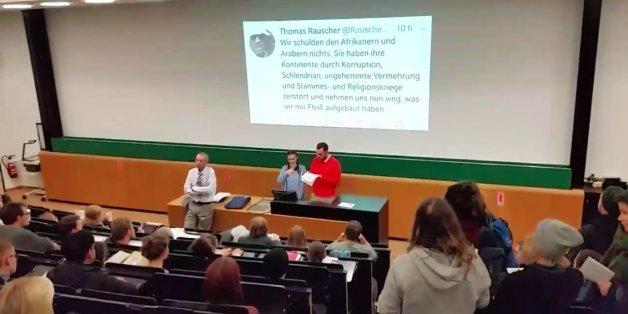 Streit um rassistische Tweets eines Leipziger Professors spitzt sich zu: Studenten kapern Vorlesung