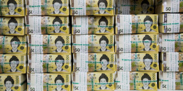 An employee arranges genuine bundles of South Korean 50,000 won banknotes for a photograph at the Counterfeit Notes Response Center of KEB Hana Bank in Seoul, South Korea, on Monday, Aug. 14, 2017. The won advanced for the first day in four as top U.S. national security officials sought to damp down talk of am imminent war with North Korea following days of heightened rhetoric. Photographer: SeongJoon Cho/Bloomberg via Getty Images