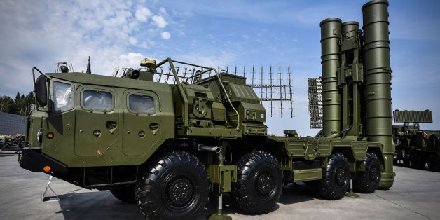 Russian S-400 anti-aircraft missile launching system is displayed at the exposition field in Kubinka Patriot Park outside Moscow on August 22, 2017 during the first day of the International Military-Technical Forum Army-2017. / AFP PHOTO / Alexander NEMENOV        (Photo credit should read ALEXANDER NEMENOV/AFP/Getty Images)