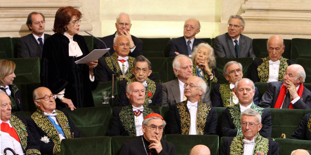Assia Djebar (standing) delivers her acceptance speech at the Academie Francaise in Paris June 22, 2006. Djebar, who has written extensively about the life of Muslim women,  is the first Algerian woman  to enter the official guardian of the French language, the Academie Francaise, founded in 1635. REUTERS/Philippe Wojazer    (FRANCE)