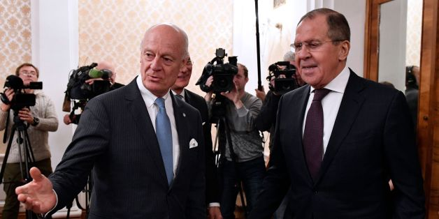 Russian Foreign Minister Sergei Lavrov (R) meets with UN Special Envoy for Syria Staffan de Mistura in Moscow on November 24, 2017. / AFP PHOTO / Alexander NEMENOV        (Photo credit should read ALEXANDER NEMENOV/AFP/Getty Images)
