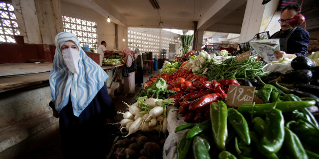 A woman shops at a vegetable and fruit market in Algiers, Algeria October 15, 2017. Picture taken October 15, 2017. REUTERS/Ramzi Boudina