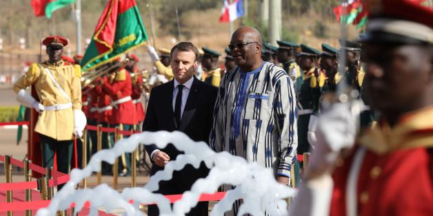 In Burkina Faso erlebt Macron, dass selbst er Frankreichs Geschichte nicht weglächeln kann