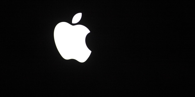 The Apple Inc corporate logo is pictured on rear side of the Macbook Pro notebook computer in Warsaw February 6, 2012.  REUTERS/Kacper Pempel (  - Tags: BUSINESS)