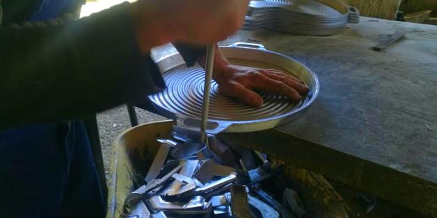 A Bejaia Des Fabriques D Ustensiles De Cuisines Paralysees Par Une