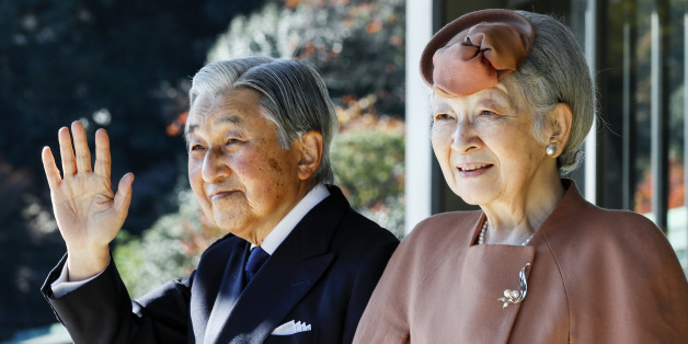 Japan's Emperor Akihito (L) and Empress Michiko wave to Luxembourg's Grand Duke Henri after their meeting and welcoming ceremony for the grand duke at the Imperial Palace in Tokyo on November 27, 2017.Grand Duke Henri and Princess Alexandra of Luxembourg are on a four-day visit to Japan.  / AFP PHOTO / POOL / Kimimasa MAYAMA        (Photo credit should read KIMIMASA MAYAMA/AFP/Getty Images)