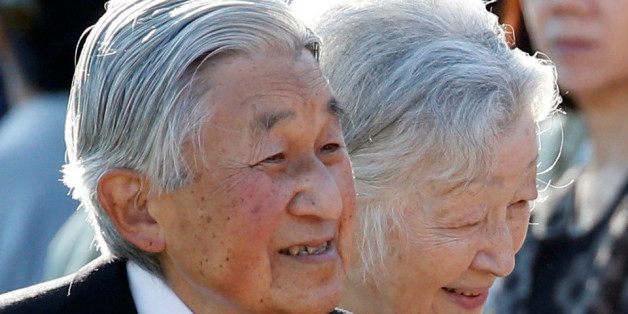 Japan's Emperor Akihito (L), flanked by Empress Michiko, greets guests during the annual autumn garden party at the Akasaka Palace imperial garden in Tokyo, Japan, November 9, 2017.  REUTERS/Toru Hanai