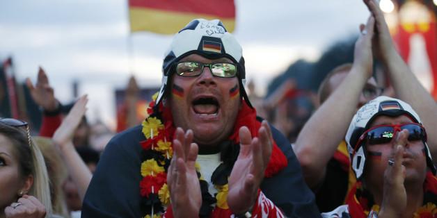 Die Fußball-Weltmeisterschaft 2018 rückt näher: Ab Dienstag können Fans der deutschen Fußball-Nationalmannschaft ab Dienstag um Tickets für die Vorrundenspiele in Russland bewerben.