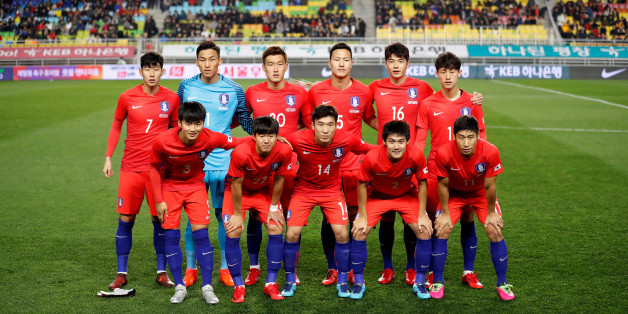 Soccer Football - International Friendly - South Korea v Colombia - Suwon World Cup Stadium, Suwon, South Korea - November 10, 2017 - South Korea's national soccer team members pose for a group photo. REUTERS/Kim Hong-Ji
