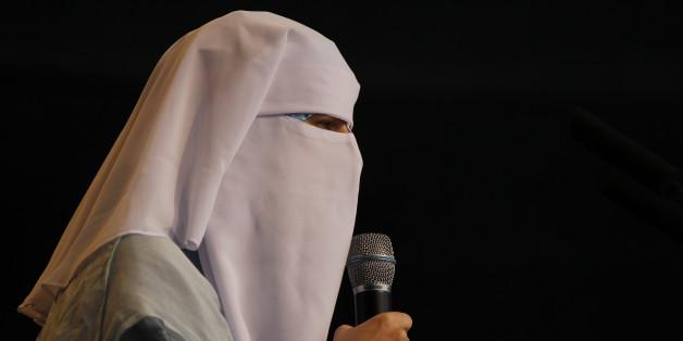 Nora Illi denkt, mit dem Burka-Verbot schneide sich der österreichische Staat ins eigene Fleisch.   REUTERS/Michael Buholzer