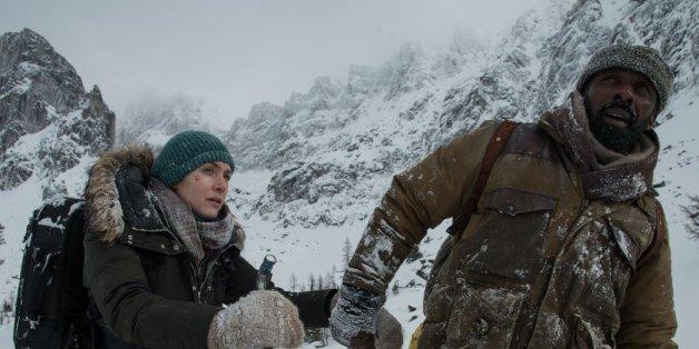 """Zwei Fremde sind nach einem Flugzeugabsturz die einzigen Überlebenden und lernen sich im Survival-Modus näher kennen. """"Zwischen zwei Leben - The Mountain Between Us"""" ist der Kinostart der Woche."""
