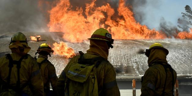 Wieder schlagen Buschbrände in Kalifornien Menschen in die Flucht. Im Oktober war die Weinregion nördlich von San Francisco schwer betroffen, jetzt brennt es im Süden des Westküstenstaates.