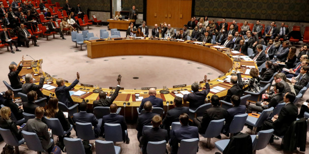 The United Nations Security Council votes to renew an international inquiry into chemical weapons attacks in Syria, during a meeting at the United Nations headquarters in New York, U.S., November 17, 2017.  REUTERS/Brendan McDermid