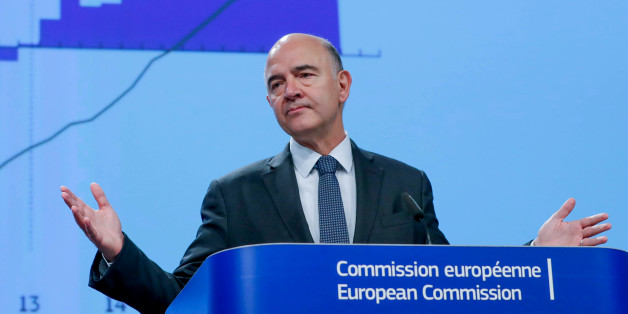 European Commissioner for Economic and Financial Affairs Pierre Moscovici presents the EU executive's autumn economic forecasts during a news conference at the EU Commission headquarters in Brussels, Belgium November 9, 2017.  REUTERS/Yves Herman