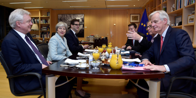 Mays krummer Deal: Wieso der Brexit trotz der Einigung mit Juncker auf der Kippe steht