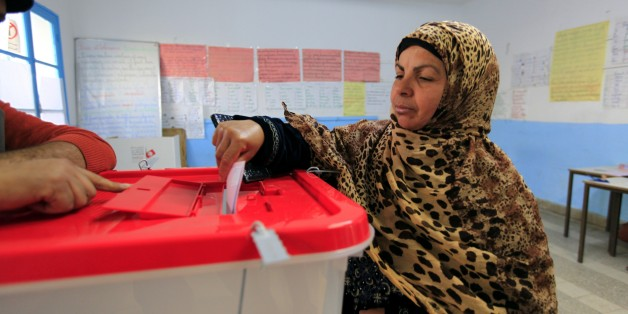 A Tunisian woman casts her ballot in the capital Tunis December 21, 2014. Tunisians began voting on Sunday in a presidential run-off election that completes the country's last steps to full democracy nearly fours years after an uprising that toppled autocrat Zine El-Abidine Ben Ali. REUTERS/Anis Mili (TUNISIA - Tags: POLITICS ELECTIONS)
