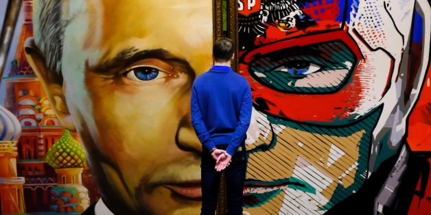 TOPSHOT - A man looks at a painting depicting Russian president Vladimir Putin at the 'SUPERPUTIN' exhibition at UMAM museum in Moscow on December 6, 2017. / AFP PHOTO / Yuri KADOBNOV        (Photo credit should read YURI KADOBNOV/AFP/Getty Images)