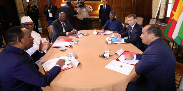 French President Emmanuel Macron (2ndR) hosts a meeting with Burkina Faso's President Roch Marc Christian Kabore, Chadian President Idriss Deby, Malian President Ibrahim Boubacar Keita, Mauritania's President Mohamed Ould Abdel Aziz, and Niger's President Mahamadou Issoufou ahead of a summit with leaders of the G5 Sahel countries to discuss how to speed up the implementation of the G5 West African counter-terrorism force at La Celle-Saint-Cloud, near Paris December 13, 2017.  REUTERS/Ludovic Mar