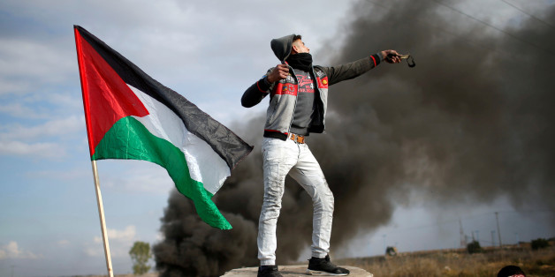A Palestinian demonstrator uses a slingshot to hurl stones towards Israeli troops during clashes at a protest against U.S. President Donald Trump's decision to recognize Jerusalem as the capital of Israel, near the border with Israel in the east of Gaza City December 15, 2017. REUTERS/Mohammed Salem     TPX IMAGES OF THE DAY