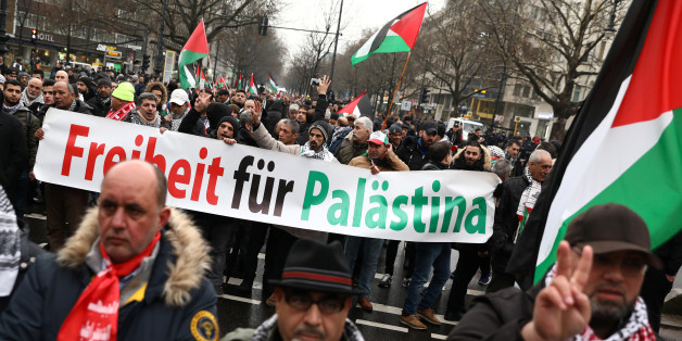 Anti-Trump protesters march during a demonstration in Berlin, Germany, December 15, 2017, against the U.S. president's decision to recognise Jerusalem as Israel's capital.     REUTERS/Christian Mang
