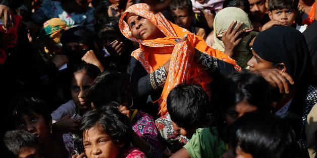Rohingya refugees wait for a food distribution at the Balukhali refugee camp near Cox's Bazar, Bangladesh December 15, 2017. REUTERS/Alkis Konstantinidis
