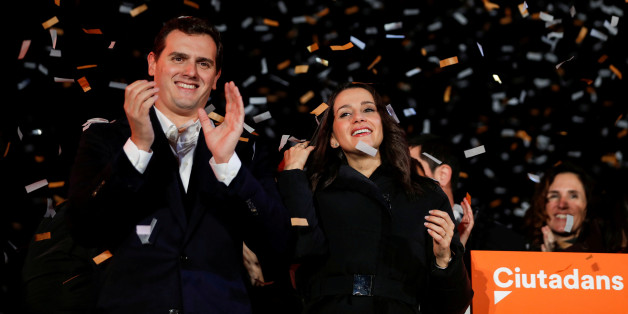 Catalan Ciudadanos leader Ines Arrimadas (C) smiles next to Ciudadanos national leader Albert Rivera at a Ciudadanos rally after results were announced in Catalonia's regional elections in Barcelona, Spain, December 21, 2017. REUTERS/Eric Gaillard     TPX IMAGES OF THE DAY