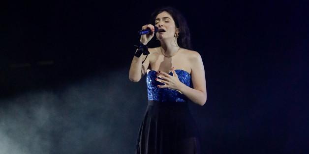 MELBOURNE, AUSTRALIA - NOVEMBER 26:  Lorde performs at Sidney Myer Music Bowl on November 26, 2017 in Melbourne, Australia.  (Photo by Sam Tabone/WireImage)
