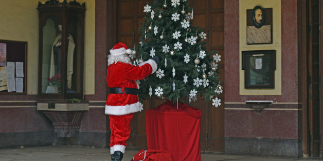 MUMBAI, INDIA - DECEMBER 24: A man dressed as Santa Claus roams around,decorates tree and distribute gifts to people at Bandra  in Mumbai,India, on Sunday ,December 24, 2017. (Photo by Satyabrata Tripathy/Hindustan Times)