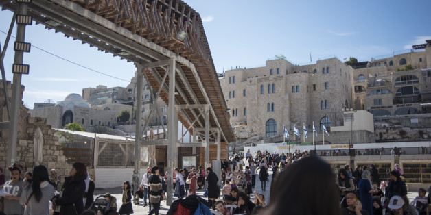 Tourists and locals pass a walkway to Temple Mount running through the Western Wall in Jerusalem, Israel, on Sunday, Dec. 17, 2017. The United Nations Security Council is expected to vote on an Egyptian draft resolution Monday that 'calls upon all States to refrain from the establishment of diplomatic missions' in Jerusalem, after U.S. President Donald Trumprecognized the city as Israels capital. Photographer: Geraldine Hope Ghelli/Bloomberg via Getty Images