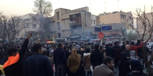 Des manifestants à Téhéran, Iran, 30 décembre 2017.
