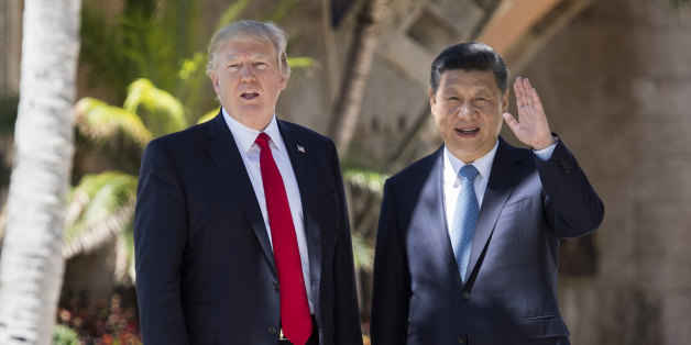 TOPSHOT - Chinese President Xi Jinping (R) waves to the press as he walks with US President Donald Trump at the Mar-a-Lago estate in West Palm Beach, Florida, April 7, 2017. / AFP PHOTO / JIM WATSON        (Photo credit should read JIM WATSON/AFP/Getty Images)