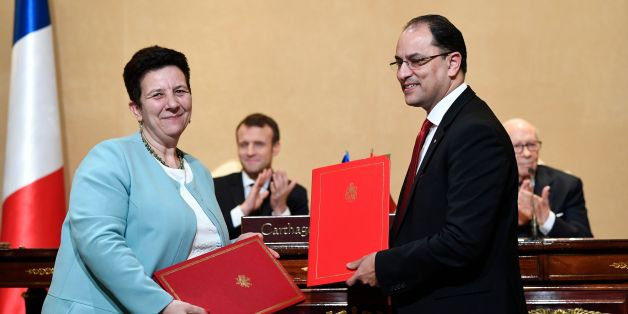 French Minister of Higher Education Research and Innovation Frederique Vidal (L) exchanges signed accords with her Tunisian counterpart Slim Khalbous at the Presidential Palace in Carthage on January 31, 2018. / AFP PHOTO / Eric FEFERBERG        (Photo credit should read ERIC FEFERBERG/AFP/Getty Images)