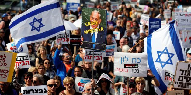 À Tel Aviv, des milliers d'Israéliens réclament le départ de Netanyahou, accusé de corruption, le 16 février 2018.