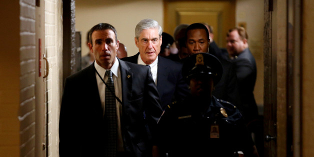 Special Counsel Robert Mueller departs surrounded by police and security after briefing members of the U.S. Senate on his investigation into potential collusion between Russia and the Trump campaign on Capitol Hill in Washington, U.S., June 21, 2017.   REUTERS/Joshua Roberts     TPX IMAGES OF THE DAY