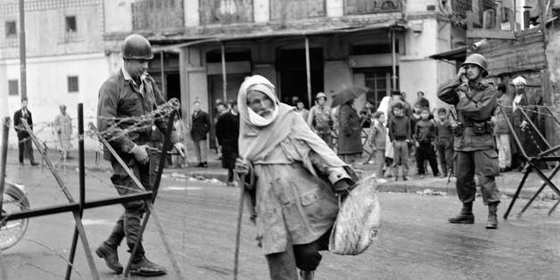 ALGIERS, ALGERIA - MARCH 20: Army on the first day of the ceasefire on March 20, 1962 in Algiers, Algeria. (Photo by Keystone-France/Gamma-Keystone via Getty Images)