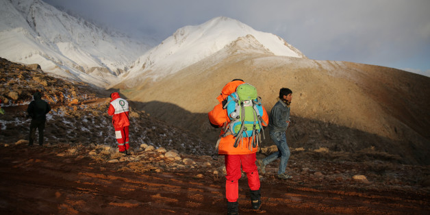Members of emergency and rescue team search for the plane that crashed in a mountainous area of central Iran, February 19, 2018. REUTERS/Tasnim News Agency  ATTENTION EDITORS - THIS PICTURE WAS PROVIDED BY A THIRD PARTY.