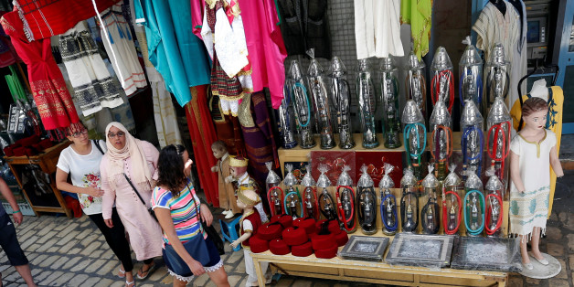 Algerian tourists are seen shopping at the old medina in Sousse, Tunisia, September 30, 2017. Picture taken September 30, 2017. REUTERS/Zoubeir Souissi