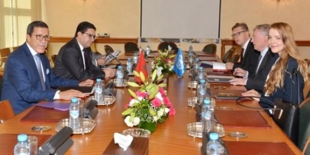 Le ministre des Affaires étrangères Nasser Bourita, accompagné de Omar Hilale, représentant permanent du Maroc à l'ONU, lors d'entretiens avec l'envoyé personnel du SG de l'ONU au Sahara, Horst Köhler, octobre 2017, Rabat.