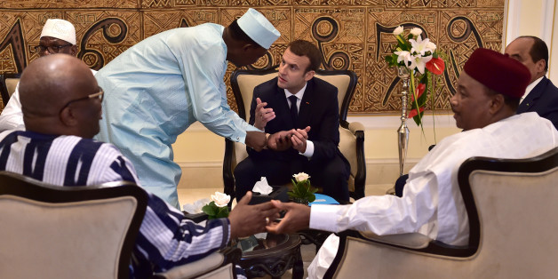 Chad's president Idriss Deby Itno speaks with French President Emmanuel Macron as they gather with Mali's President Ibrahim Boubacar Keita, President of Burkina Faso Roch Marc Christian Kabore, Niger's President Mahamadou Issoufou and Mauritanian President Mohamed Ould Abdel Aziz for a meeting during a G5 Sahel summit, in Bamako, Mali July 2, 2017. REUTERS/Christophe Archambault/Pool