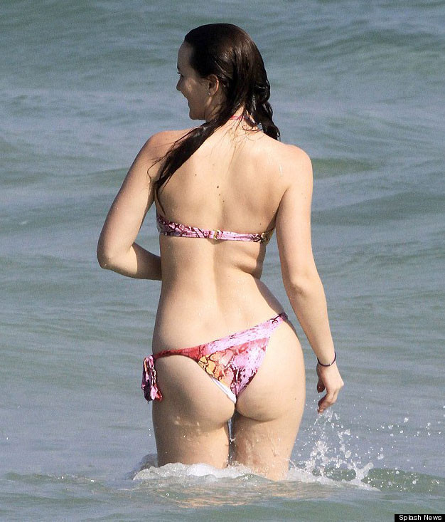 Leighton meester 39 gossip girl 39 star shows off curves in for Best online photo gallery