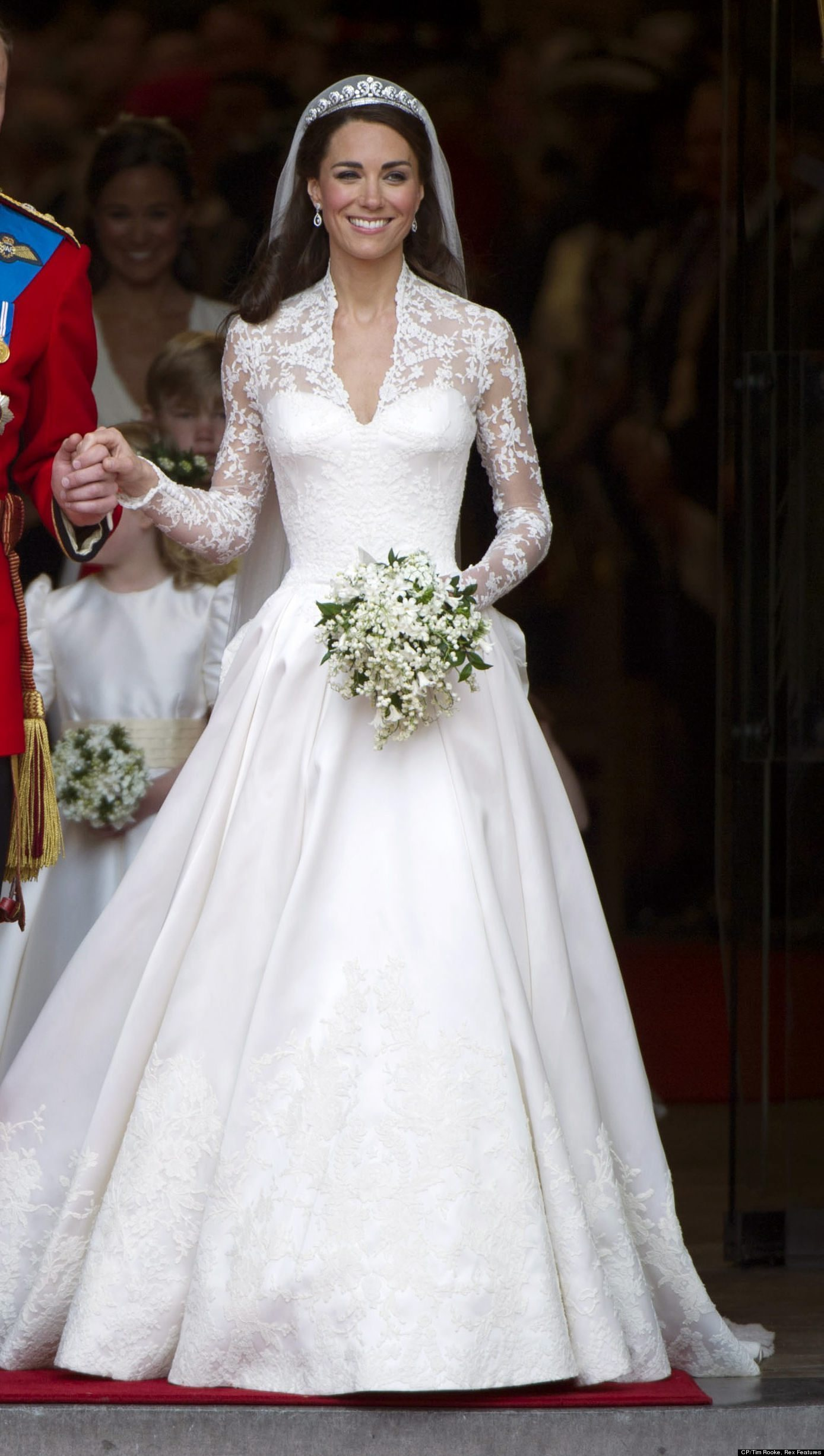Royal Wedding Anniversary Does Kate S Dress Still Hold Up One Year Later Photos